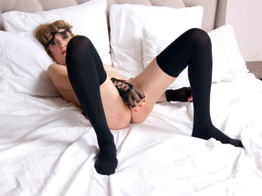 Bisexual 45 years cam model SquirtyBrenda Female Blonde hair Muscular body speak English